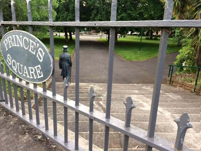 dr-pugh-statue-princes-square